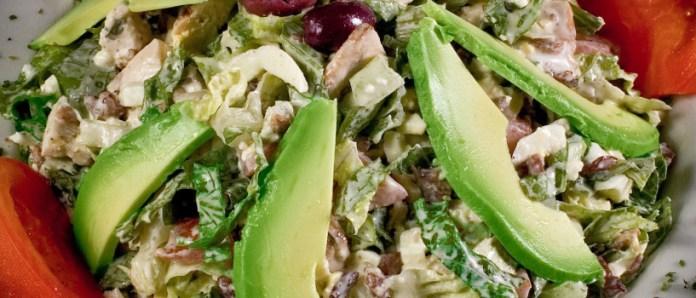 Salada de abacate e frango