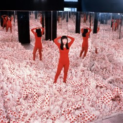 Yayoi Kusama Installation view of Infinity Mirror Room—Phalli's Field,1965, in Floor Show, Castellane Gallery, New York, 1965 Sewn stuffed cotton fabric, board, and mirrors Courtesy of Ota Fine Arts, Tokyo/Singapore; Victoria Miro, London; David Zwirner, New York. © Yayoi Kusama Photo: Eikoh Hosoe