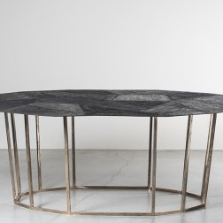 Mesa baixa da designer Osanna Visconti di Modron, Galeria Nilufar