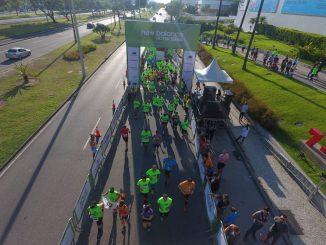 Largada da primeira edição da New Balance 15km Series na Barra da Tijuca, no Rio
