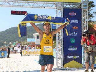 Gilard Pinheiro comemora vitória na Vila do Farol Indomit Bombinhas. Foto de divulgação