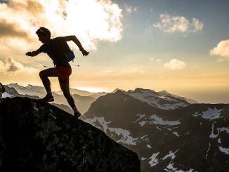 Kilian Jornet nos Alpes, em cena do documentário Summits of My Life. (Divulgação)
