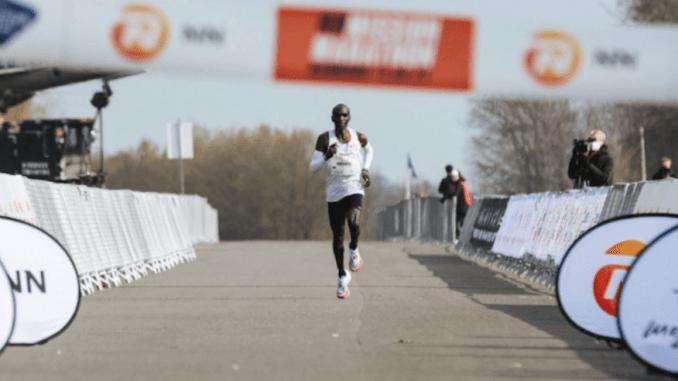 Eliud Kipchoge vence a NN Mission Marathon em Twente, na Holanda. (NN Marathon Mission/Divulgação)
