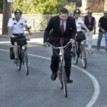 Sindaco Marino in bicicletta