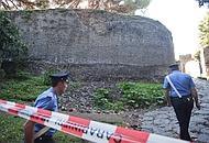 L'area transennata per il crollo di alcuni giorni fa a Porta di Nola
