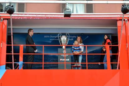 Champions League, la coppa a Bari