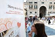 Il manifesto affisso a Verona, si legge «merry» invece di «marry»: è uno degli errori che campeggiano sulle pubblicità (MTon/Fotoland)