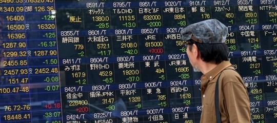 Borsa Tokyo calo