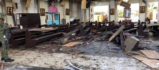Strage durante una messa nelle Filippine: 27 morti e 70 feriti