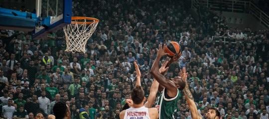 Ritiri, insulti e perizomi: ad Atene la partita di basket più pazza del mondo