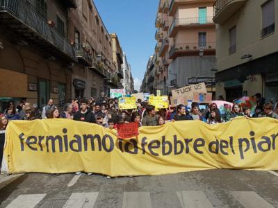 A Palermo almeno 5000 ragazzi e ragazze in marcia per il clima