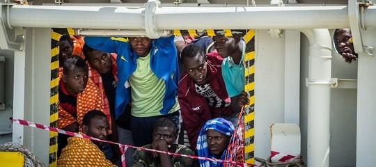nave mare joniomigranti lampedusa