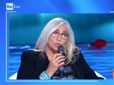 Mara Venier 'resuscita' l'ostetrica di Romina Power