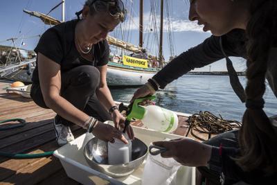 Greenpeace issa le vele, parte il tour 'Difendiamo il mare'