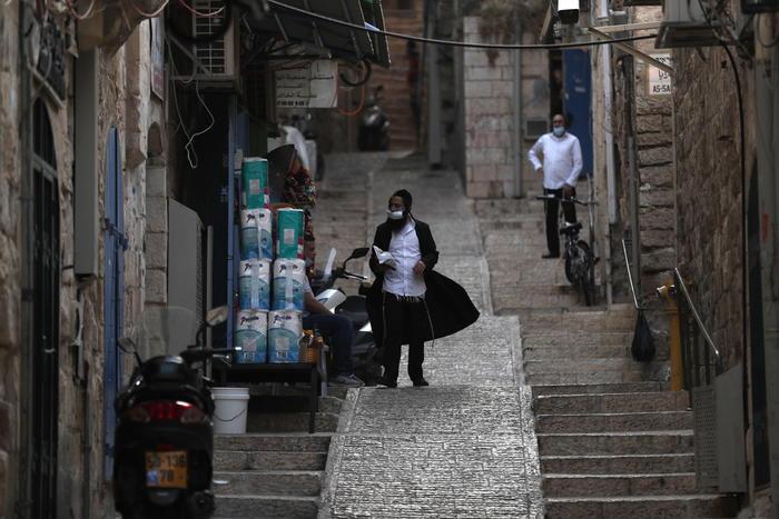 Israele, da venerdì tre settimane di lockdown (almeno)