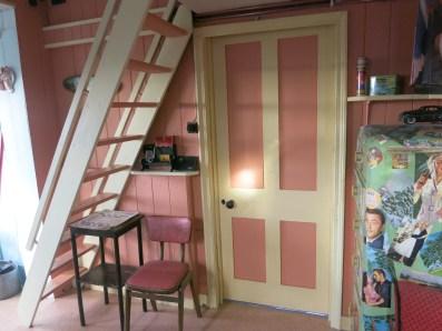Door to bed room