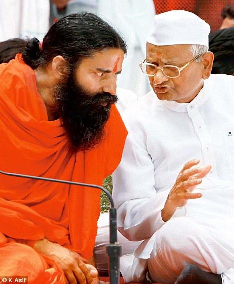 India: General Singh supports Anna's anti-corruption movement