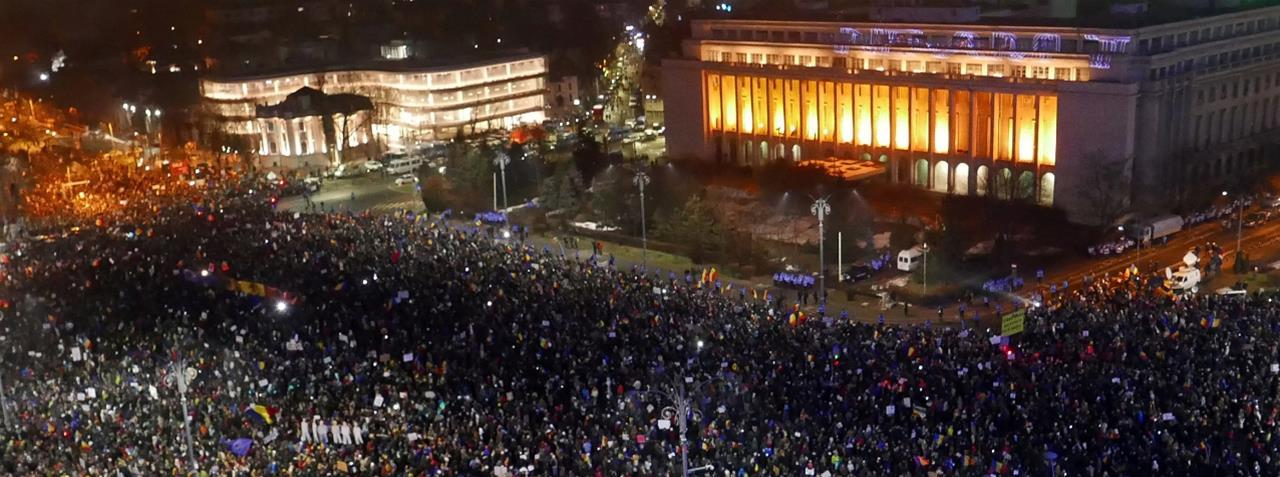 Romania: Parliament approves anti-corruption referendum