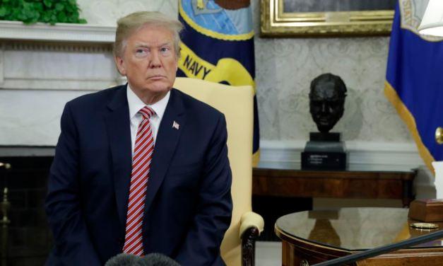 USA: FBI raids the office of Trump's personal lawyer.