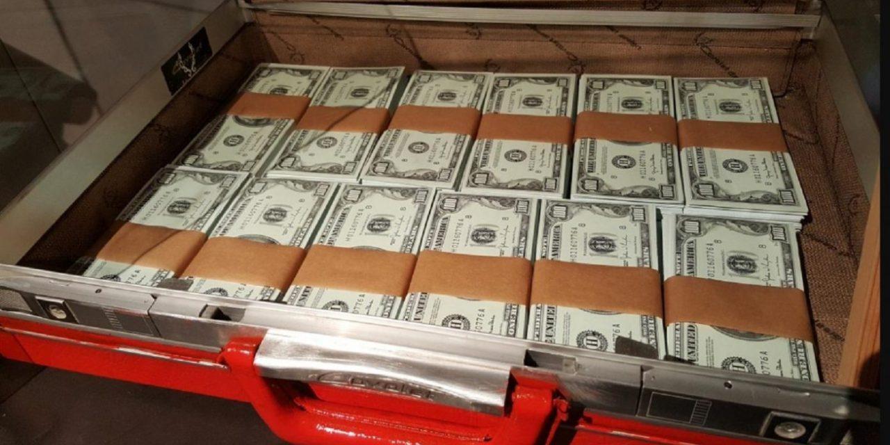 Hong Kong: Police arrest 7 bankers in money laundering case.