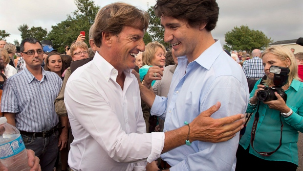 Stephen Bronfman, left, is the chief fundraiser for the Liberal Party and a long-time friend of Prime Minister Justin Trudeau, right. (Andrew Vaughan/Canadian Press)