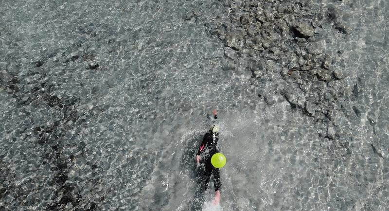Swimtheisland riparte dalla Sardegna:  si nuota nelle acque libere di San Teodoro