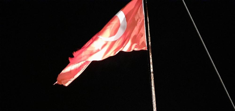 Osmancık kalesinde dalgalanan bayrak ilgi bekliyor