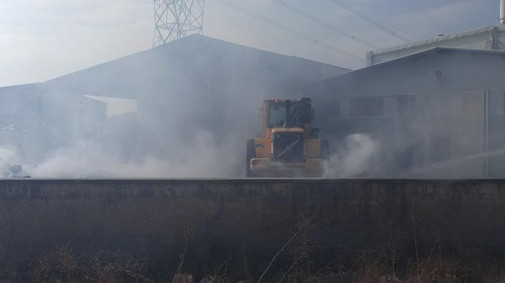 Viyol üretimi yapılan fabrikadaki yangın korkuttu