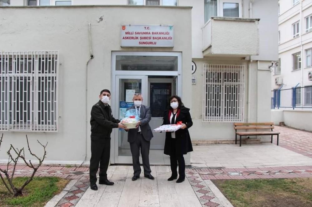 Başkan Şahiner'den jandarma personeline jest