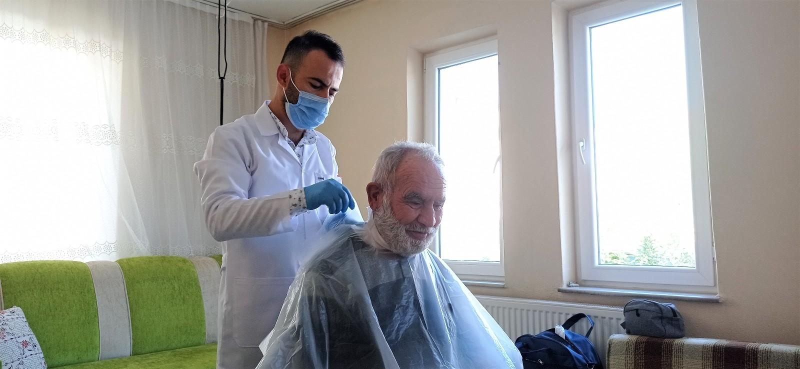 Çorum Belediyesi'nden yaşlılara evde tıraş hizmeti