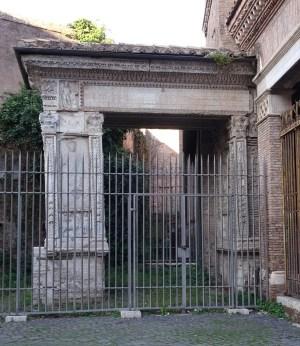 Rome san giorgio in velabro corvinus for Arco arredamenti san giorgio