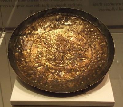 Phoenician dish (7th century BCE; Rijksmuseum van Oudheden).