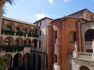 Courtyard of the Pinacoteca.