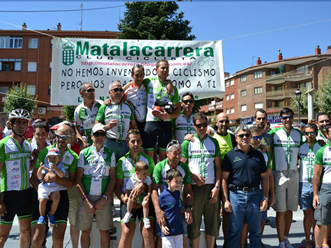 Mariano rodeado en el podio de sus compañeros.