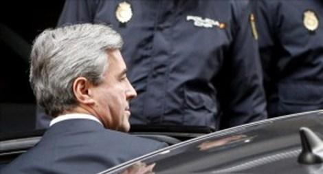 Ángel Acebes en su llegada a los Juzgados