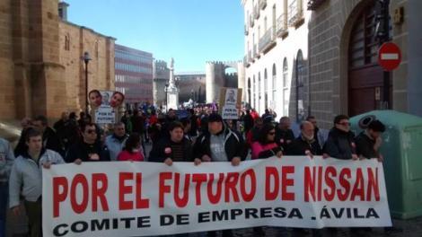 La manifestación recorriendo las calles de Ávila.