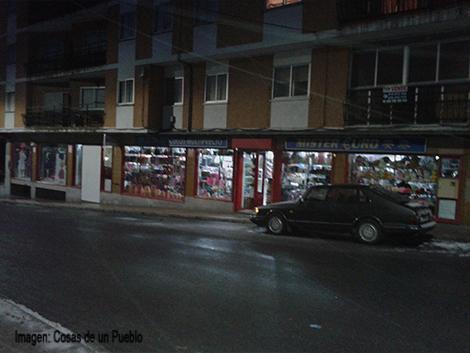 """Bazar en la """"calle de bajada"""""""