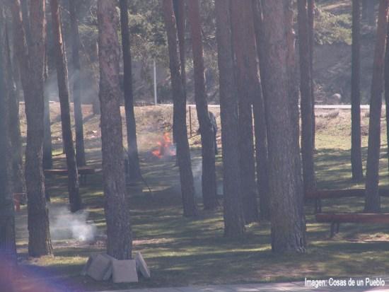 varias hogueras eran la causa del humo.