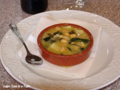 Magalia, garbanzos en salsa verde, con salsa verde, bacalao, espinacas y gambas