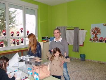 Javier Sastre también voto en familia