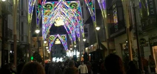 La calle de Santiago, en Valladolid, con las luces navideñas