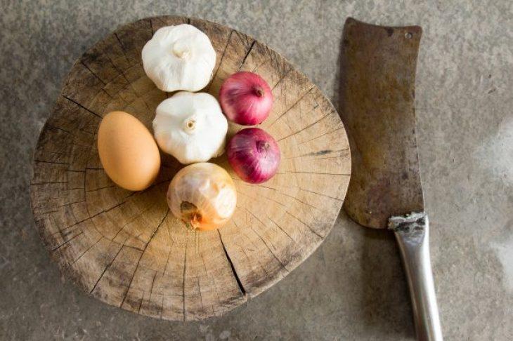 El huevo, el ajo y la cebolla son alimentos quemagrasa