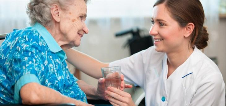 En la fase moderada el enfermo de alzheimer depende casi por completo de su cuidador