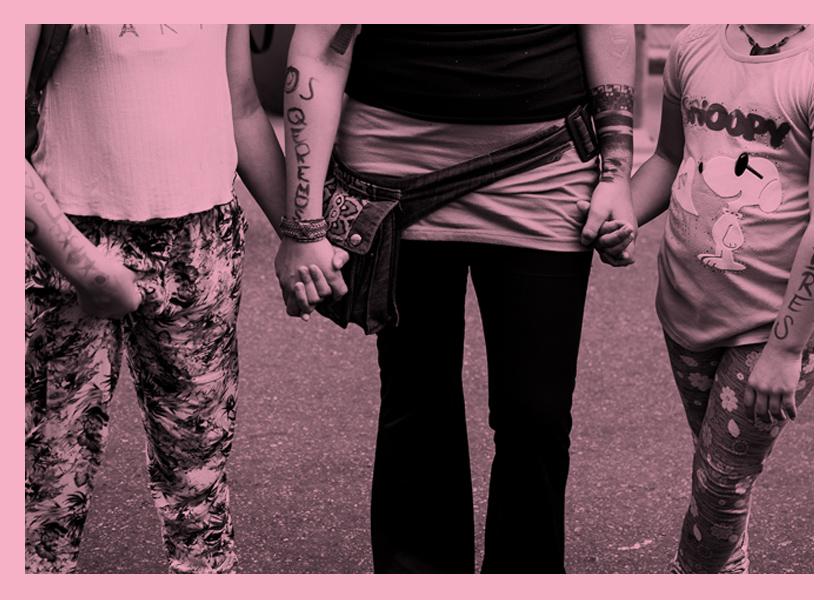 Niñas madres: romantizar la violación
