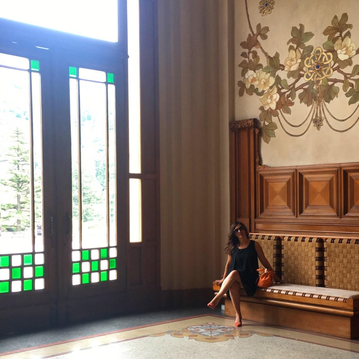 Arredi originali e decorazioni del vestibolo del Casinò di Sanpellegrino