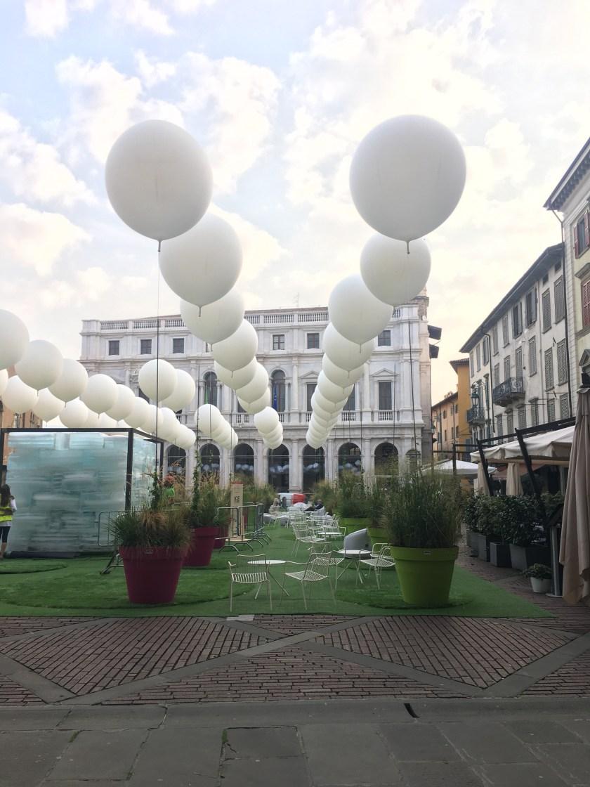 Piazza Vecchia e l'Ice Cube voluto dall'archistarLodewijk Baljon