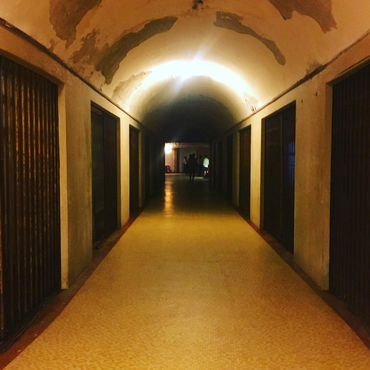 Addentrarsi nel cuore del Centro Piacentiniano, nell'ex Albergo Diurno di Piazza Dante a Bergamo