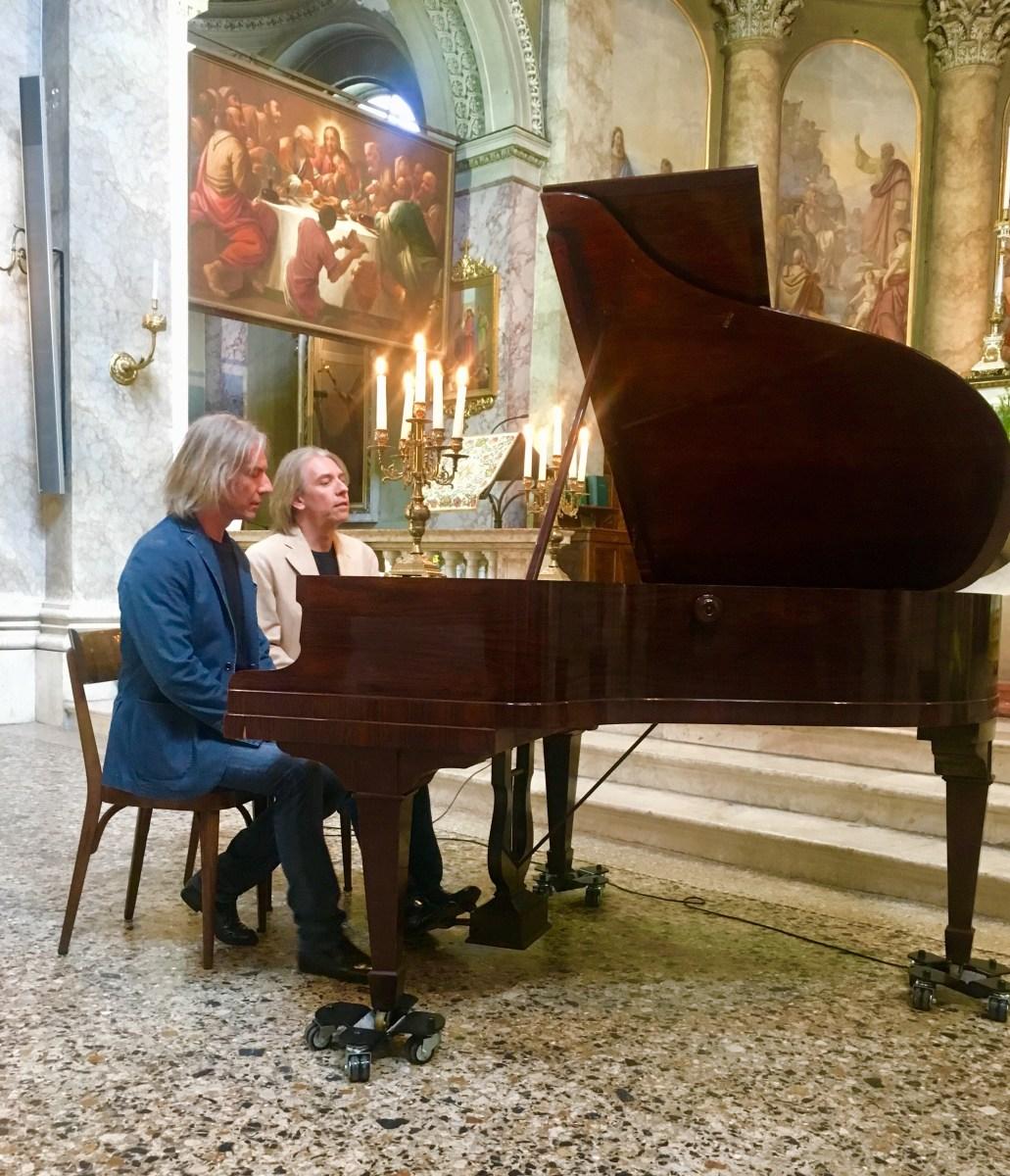 Assistere al concerto del Duo Pianistico Trivella, i gemelli di via Porta Dipinta
