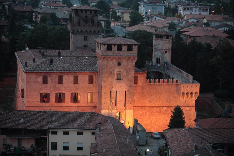 Rocca di Urgnano di sera