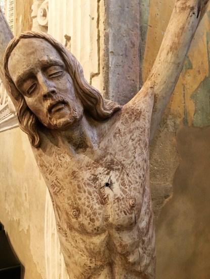 18 particolare del Cristo ligneo costruito partendo dal buco nel legno